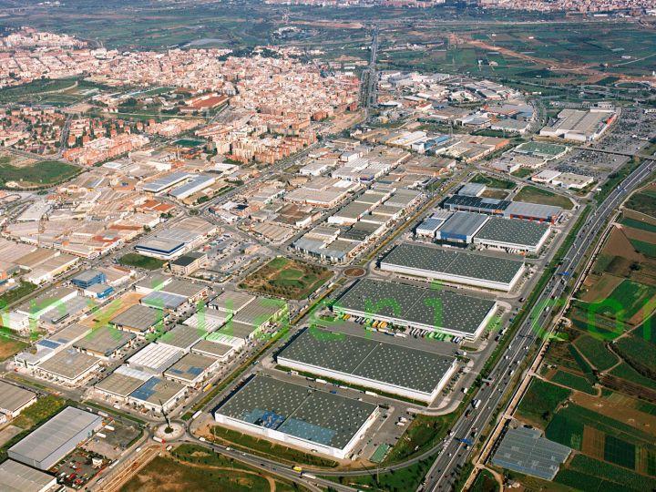 Solar industrial de 6.237 m.2 con fachada a 3 calles en Sant Boi de Llobregat.
