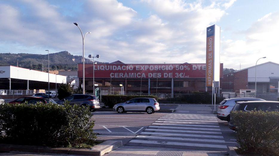 FINCAS LLOBREGAT GESTIONA COMPRAVENTA NAVE INDUSTRIAL DE 5.200 M.2 EN SANT FELIU DE LLOBREGAT